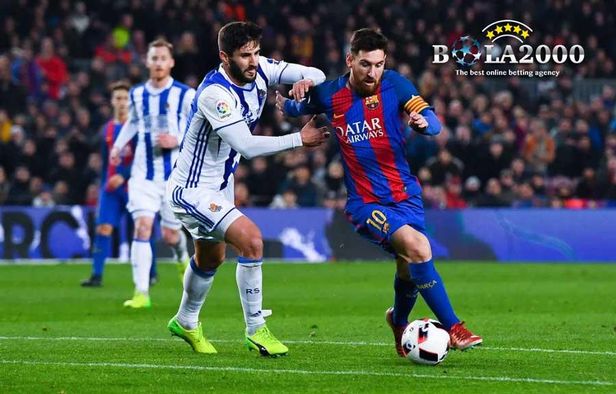 Lionel Messi Membawa Bola